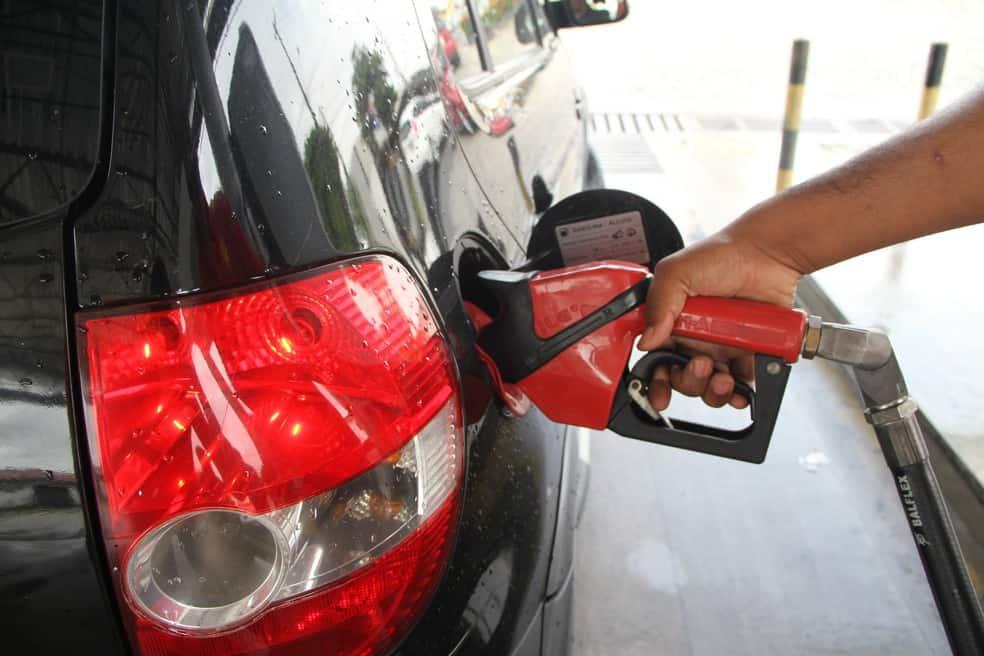 Preço da gasolina será alterado? Saiba como crise influencia nas bombas