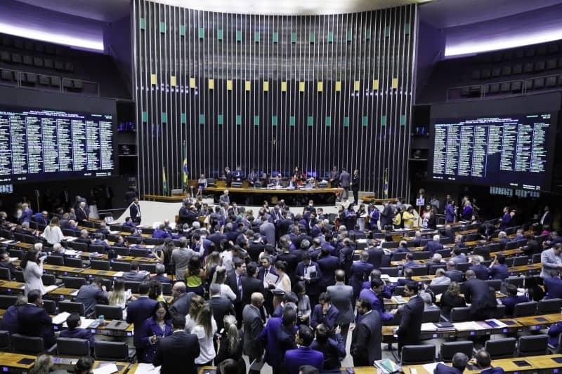 Regra do BPC é alterada no Congresso e vai contra Bolsonaro