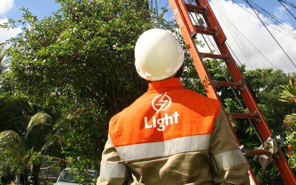 Light atrasa ressarcimento na conta de luz e prejudica 1,6 MIL condomínios do RJ