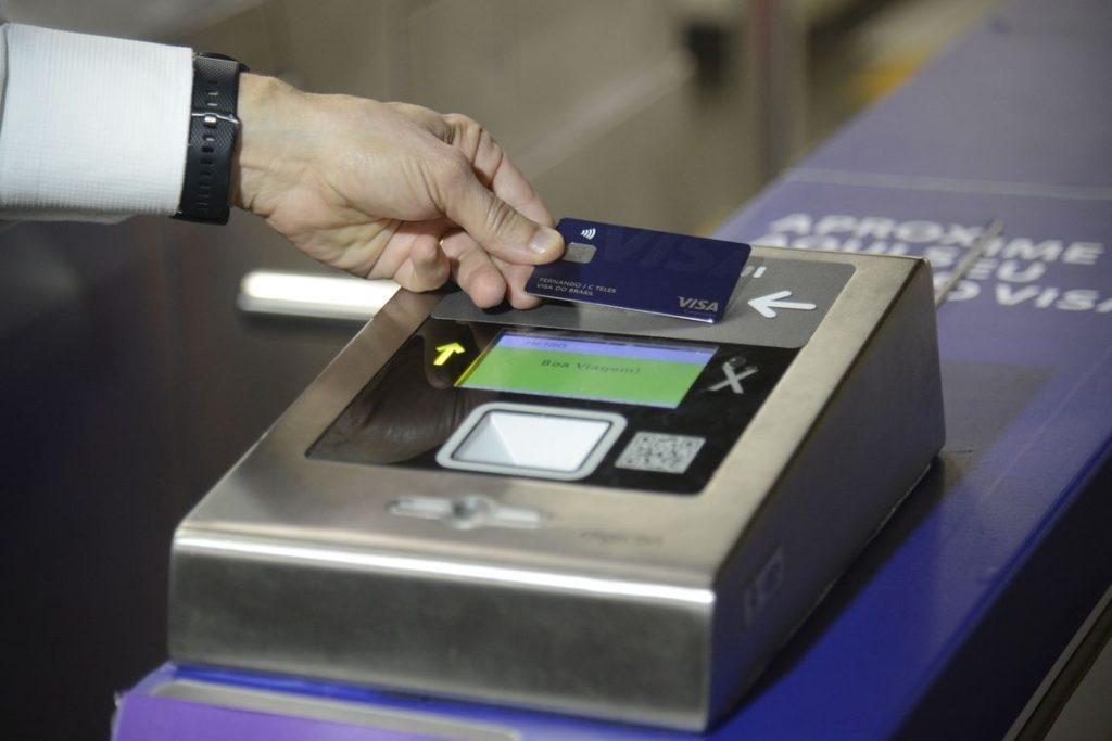Pagamento por aproximação no metrô pode ser instalado em 8 capitais