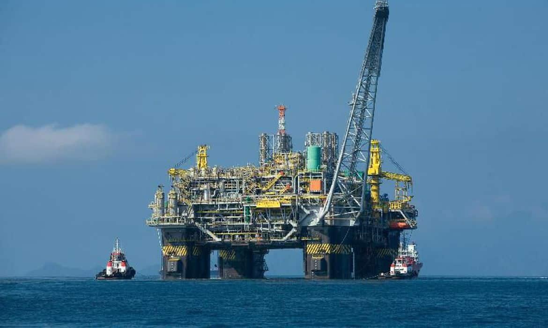 Preços do petróleo reagem negativamente a notícias de desemprego no EUA