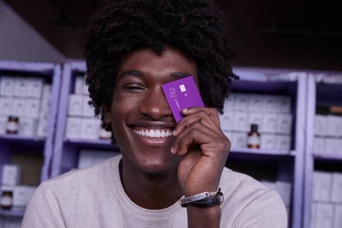 Nubank: Ter uma conta digital na fintech pode te ajudar a conseguir o cartão de crédito?