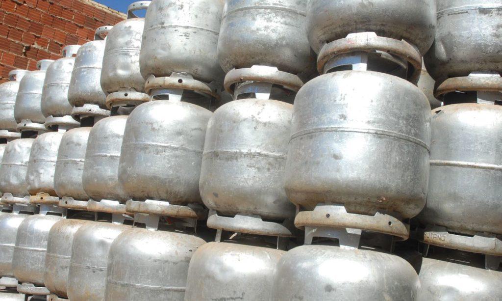 Procon estagna e divulga novo valor do botijão de gás em SP