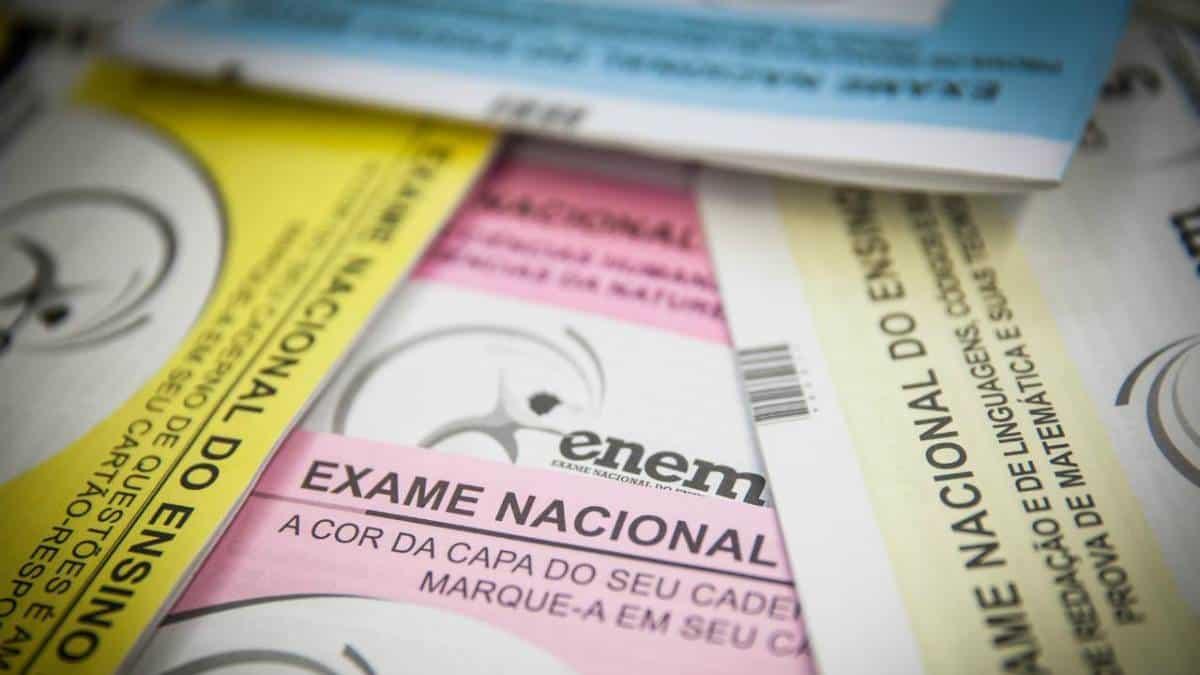MEC anuncia que poderá suspender ENEM, ProUni e bolsas de estudo em 2021