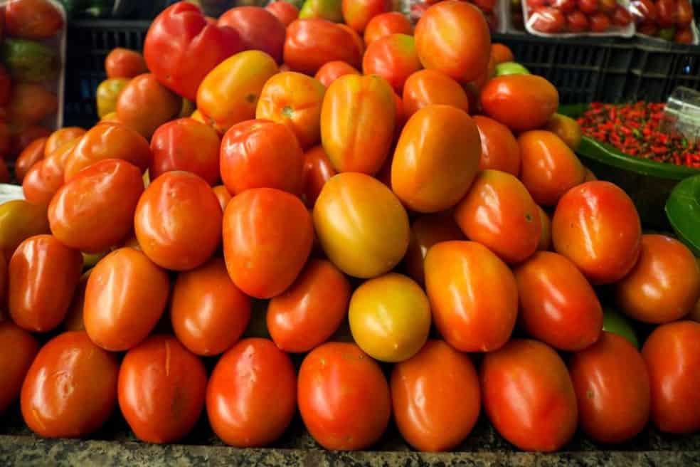 Preço DESTES alimentos caíram em abril; veja o motivo