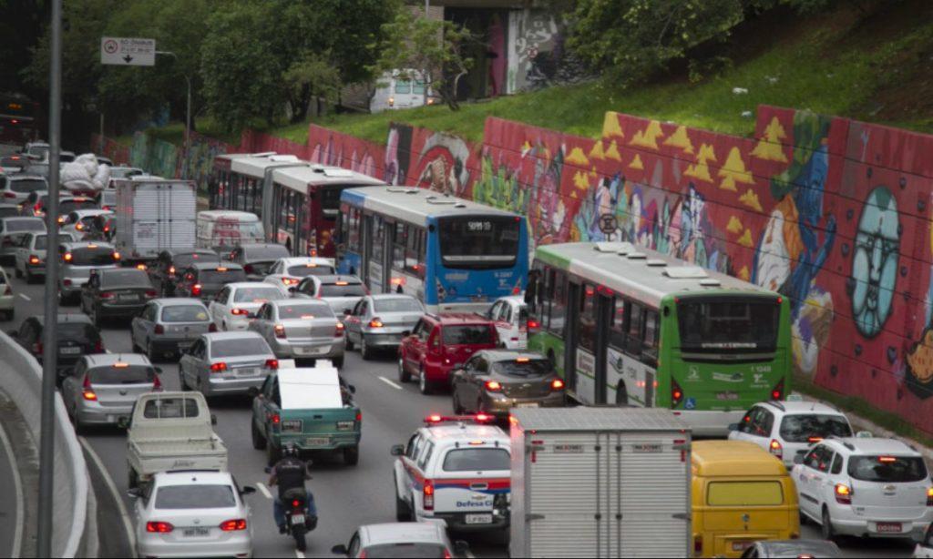 Rodízio de SP: Prefeitura aplica sistema 24h e aos finais de semana