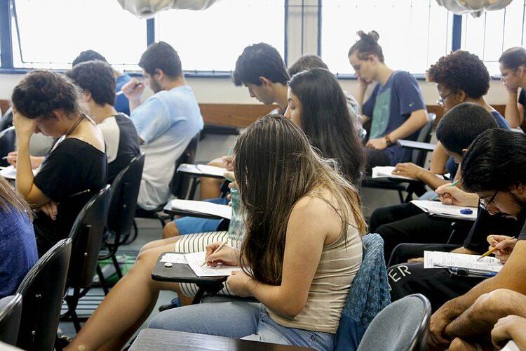 PUC-RJ publica cadernos e gabaritos do vestibular 2021