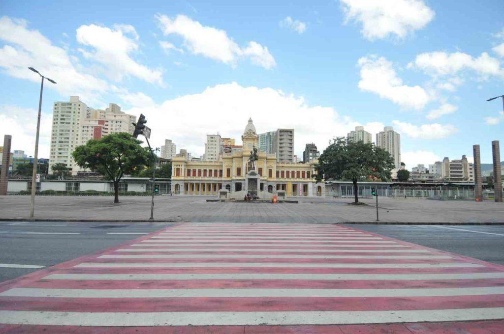 Minas Gerais pode adotar lockdown nos próximos dias após novo pico do Covid-19