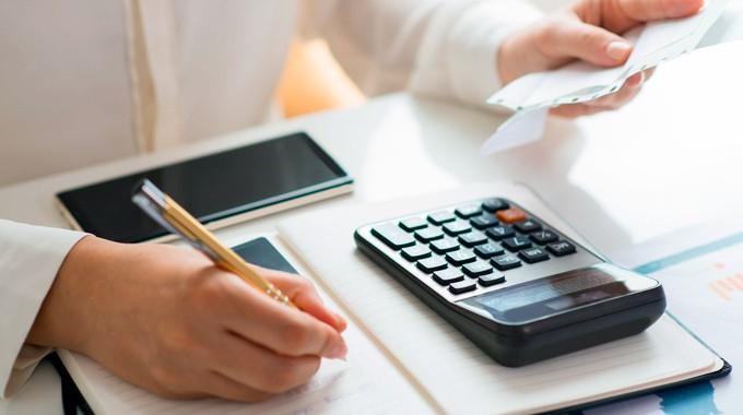 Governo estuda parcelar impostos pagos por empresas como forma de alívio tributário