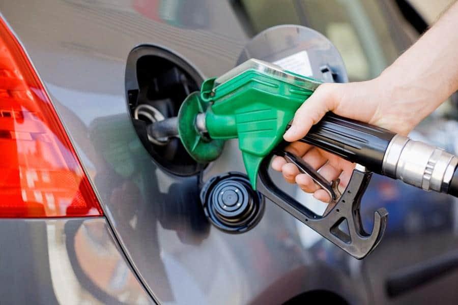 Valores do petróleo despencam! Veja como isso reflete no seu bolso (Imagem: Reprodução - Google)