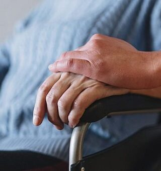 Aposentadoria por Invalidez: Como pedir? Veja lista de doenças e valores!