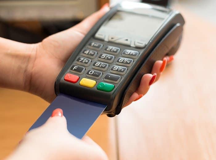 Senado aprova empréstimo para empresas usando maquininhas de cartão; entenda! (Imagem: Reprodução - Google)