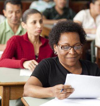 Matrículas EJA: SESI Bahia oferece vagas para cursos da Educação de Jovens e Adultos