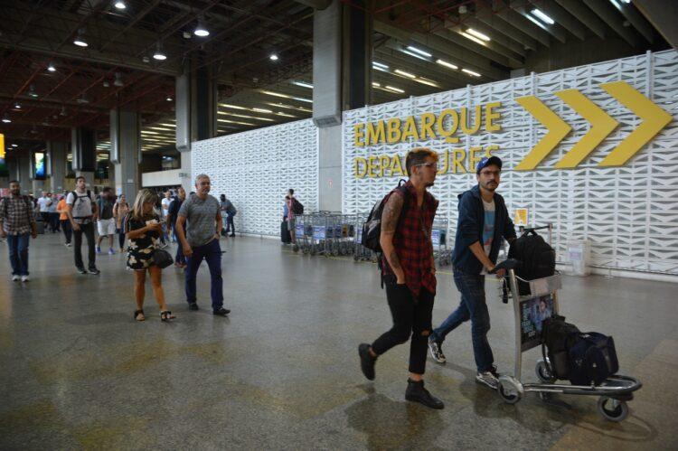 Brasil abre fronteiras e volta a receber voos internacionais