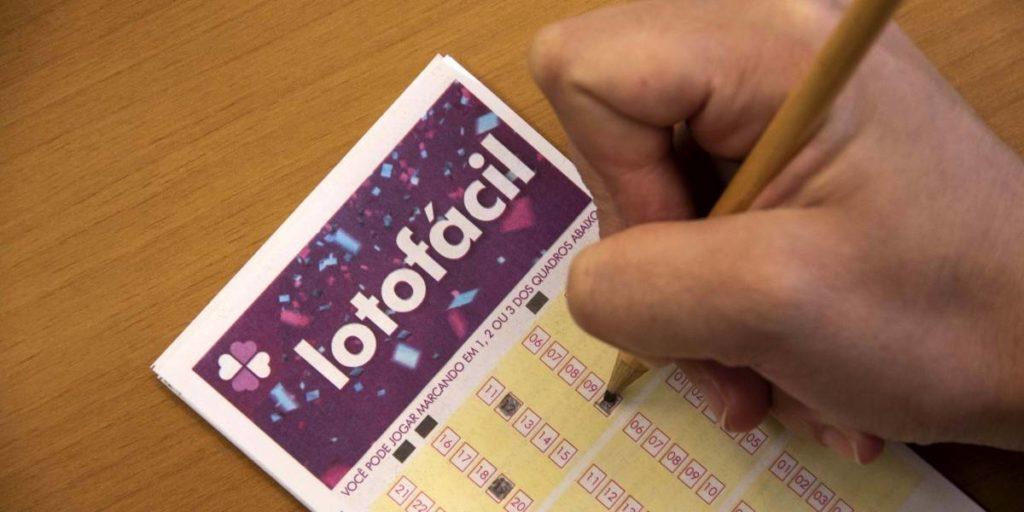 Lotofácil 1999 sorteia R$2,5 milhão nesta quarta-feira; veja como apostar