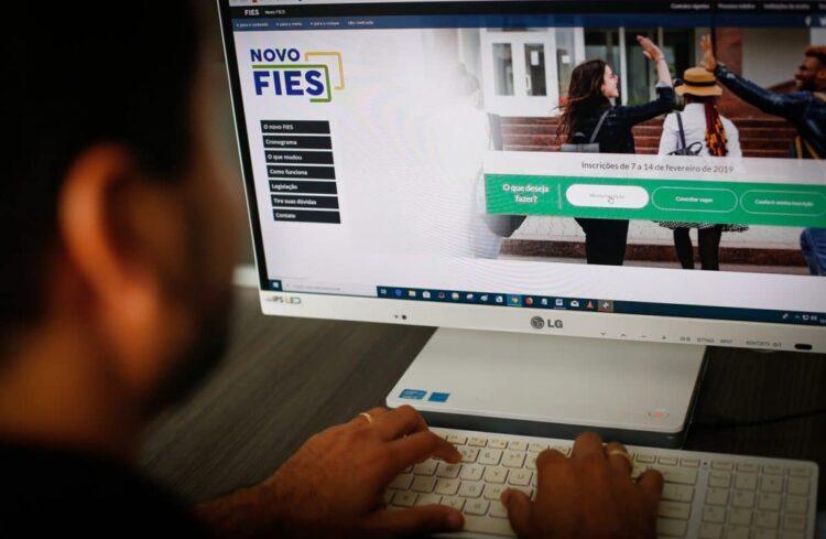 MEC autoriza adiamento das parcelas do FIES com novas regras