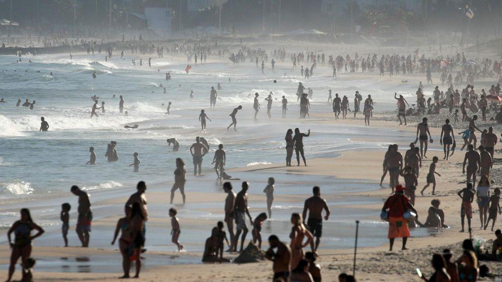 Prefeito do Rio de Janeiro divulga data de liberação do uso das praias