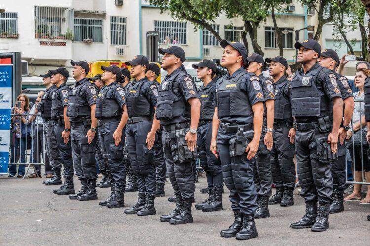 Deputados querem isentar policiais do congelamento de salários na PEC emergencial