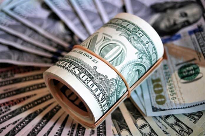 Dólar abre o dia em alta em decorrência da espera da definição de um pacote de estímulos nos EUA