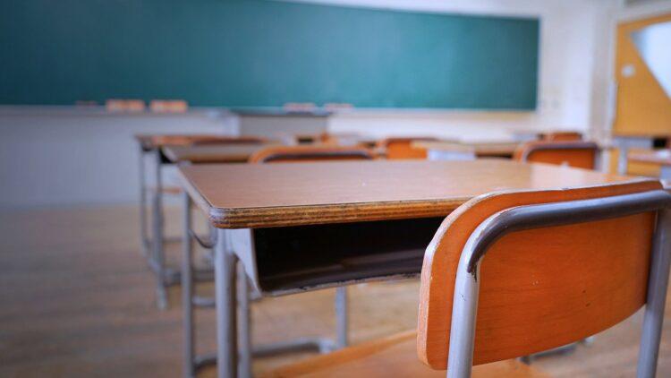 Fim das aulas presenciais? CNE prorroga ensino remoto até dezembro de 2021