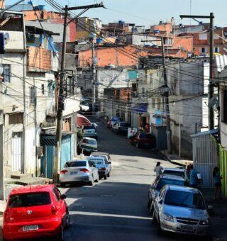 Pandemia causa falta de renda para 21,20% das famílias mais pobres do Brasil