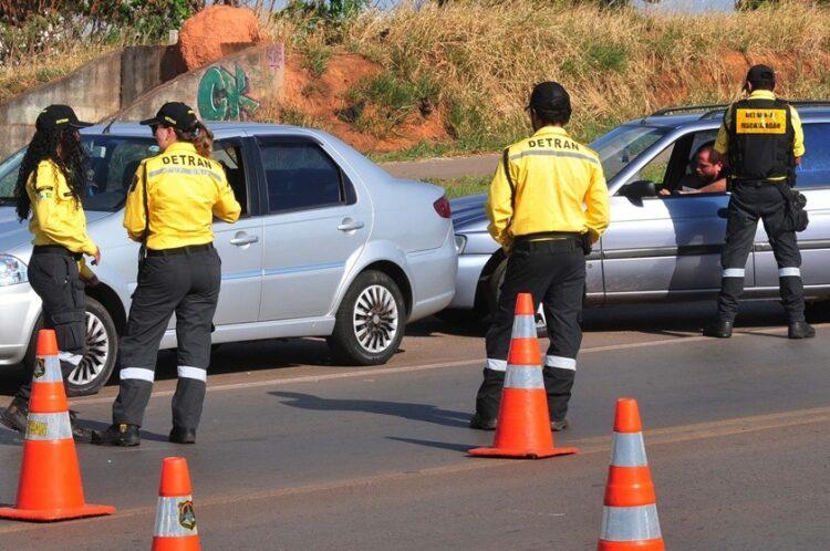 Veículos com IPVA em atraso permanecerão recolhidos em Alagoas