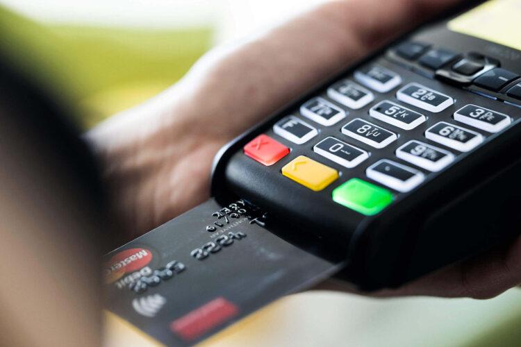 Tome cuidado antes aceitar a oferta de pagamento em cartão de crédito
