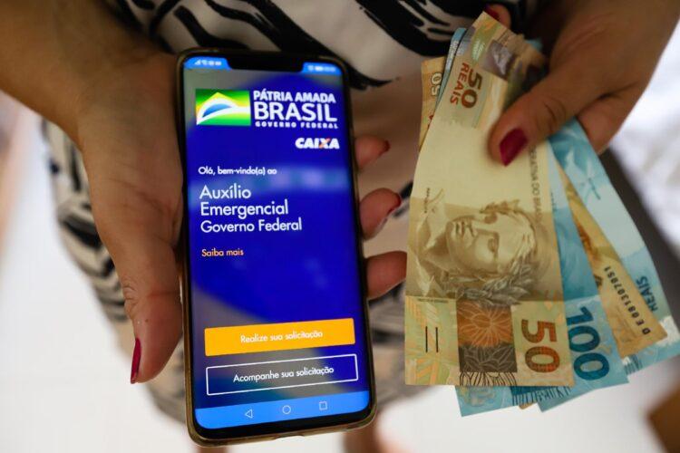 Auxílio emergencial de R$300 para inscritos fora do Bolsa Família começa quarta-feira (30)
