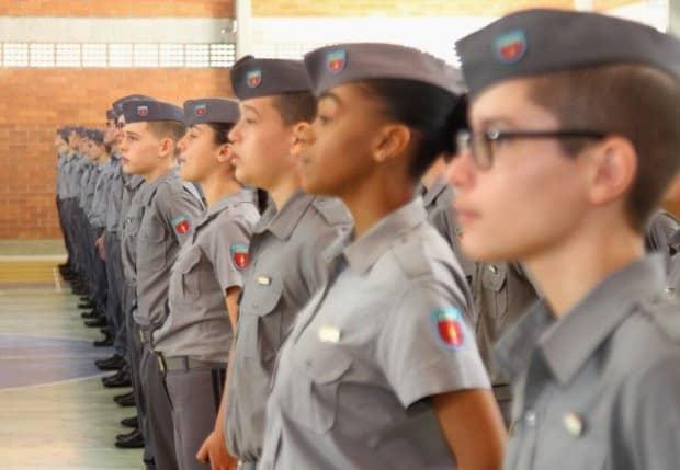 Colégio Militar do RJ volta a receber alunos após autorização na Justiça