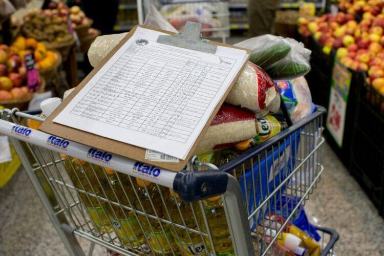 Cesta básica AUMENTA preço em municípios do Norte e Nordeste e população reage