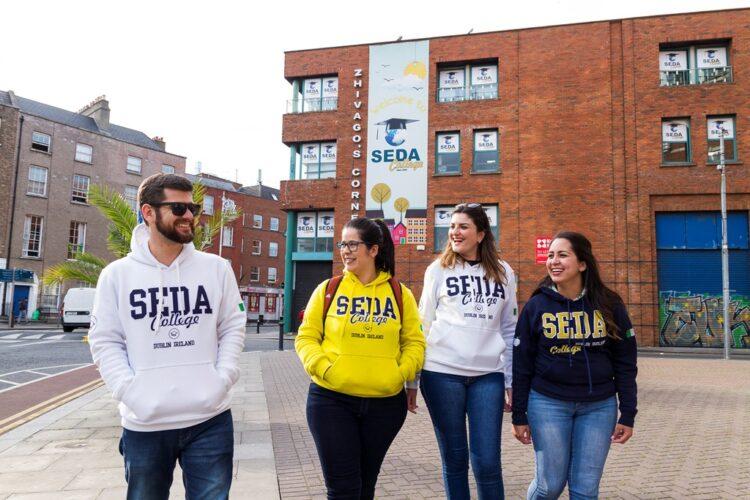 Quer estudar inglês sem pagar nada? Inscreva-se para as seletivas da SEDA College