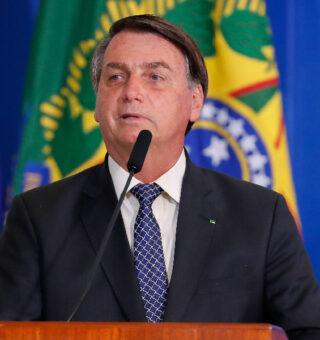 Bolsonaro sancionou o projeto que concebe a poupança social digital para a transferência valores de auxílios
