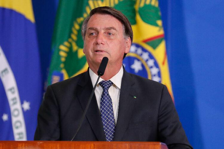 Bolsonaro pilota moto sem capacete! Quais infrações gravíssimas ele cometeu?