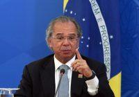 Paulo Guedes aponta queda do dólar em breve; é possível confiar na previsão?