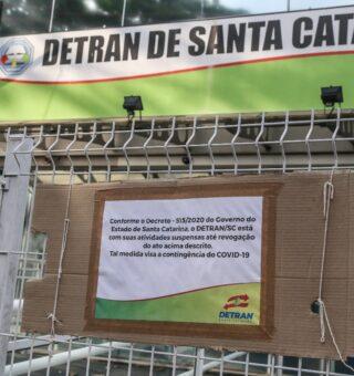 Agendamentos do Detran pela internet tem atrasado atendimentos presenciais, diz diretora do órgão de Santa Catarina