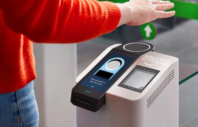 Amazon começa a testar pagamento com a palma da mão em lojas; conheça a tecnologia