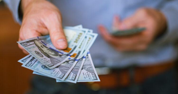 Nova lei do câmbio permitirá que brasileiros tenham conta em dólar