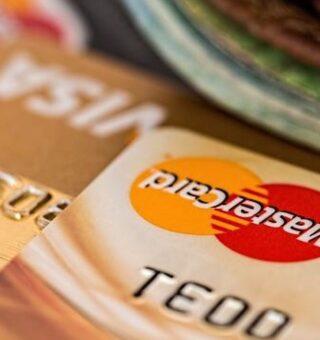 Descubra 4 opções de cartão de crédito consignado para quem estiver com o nome sujo