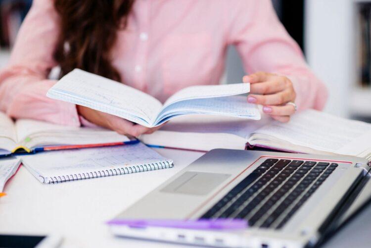 Alunos inscritos em cursos EAD aumentam quase 5 VEZES em 10 anos