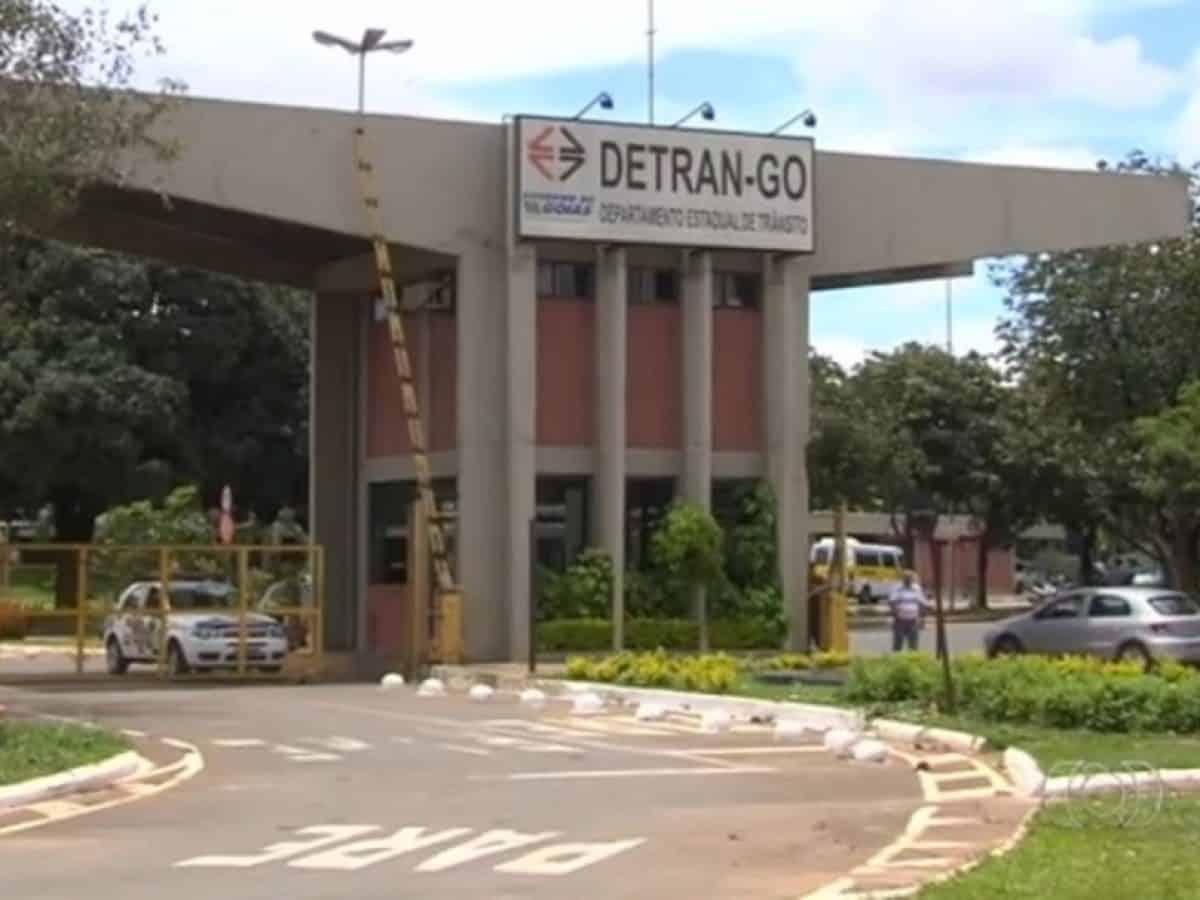 Detran-GO realizará leilão com cerca de 3 mil veículos e sucatas