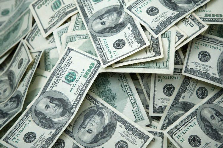 Dólar abre o dia em alta com influência do mercado internacional; veja cotação