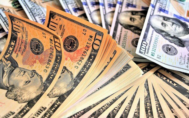 Dólar abre o dia com leve alta influenciado pelos mercados globais e noticiário brasileiro