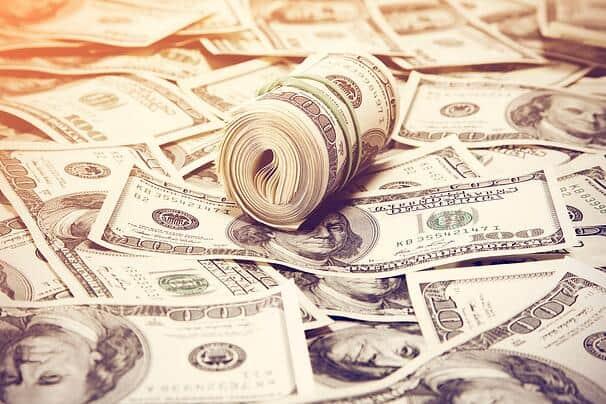 Dólar abre o dia em queda de 0,76% acompanhando os principais assuntos internacionais e nacionais