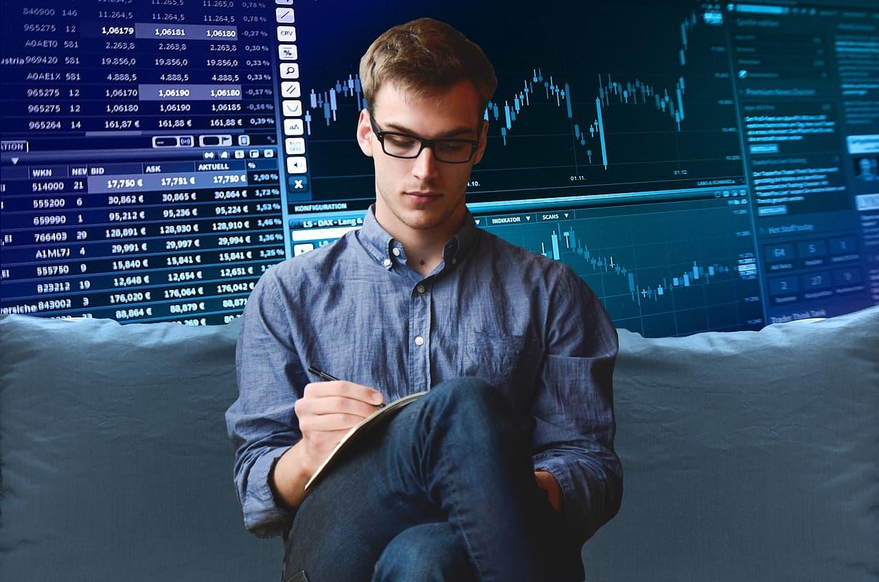 Aplicação em ações é o investimento em que os ricos com patrimônio acima de R$300 mil mais apostam