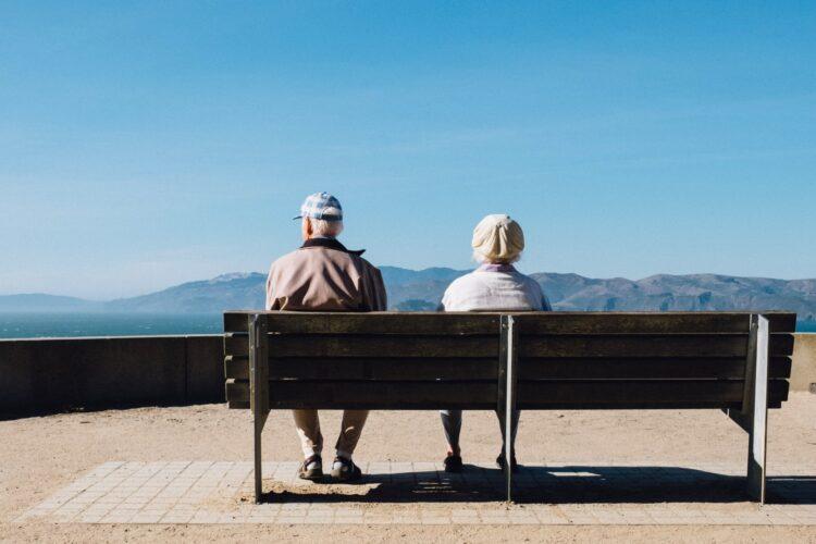 Renda dos aposentados pode apresentar queda com Reforma da Previdência e taxa de juros baixo
