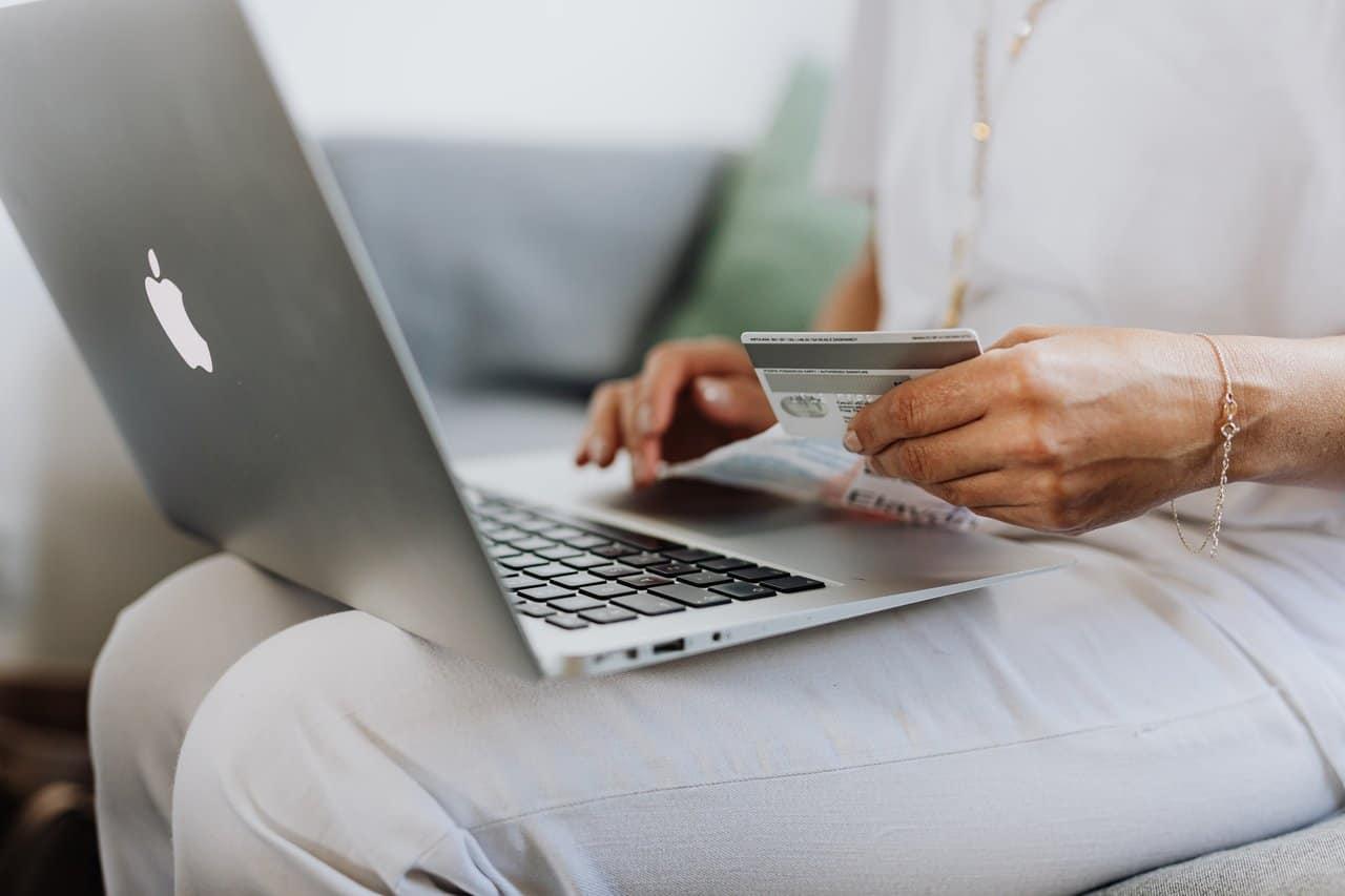 Comprar pela internet deve ser a principal opção dos consumidores para a Black Friday
