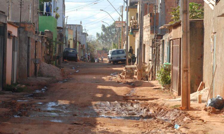 Pobreza deixa 270 mil pessoas viverem com menos de meio salário mínimo no RJ
