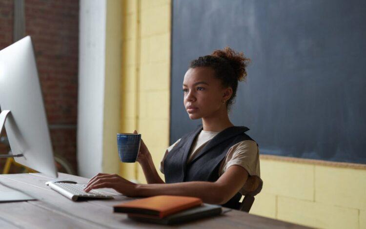MEC anuncia criação de cursos online para preparar professores sobre tecnologias