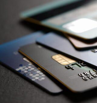 Score baixo? Conheça quatro opções de cartão de crédito para você