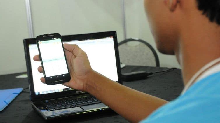 Governo de SP anuncia distribuição de chips com internet para manter aulas remotas